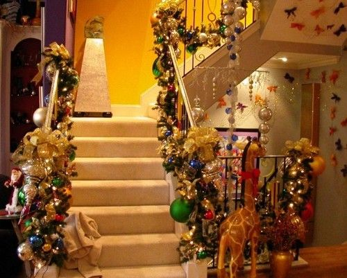 A Whole Bunch Of Christmas Staircase Decorating Ideas Christmas - christmas decorating ideas