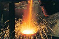 Una imagen de la pirometalurgia del cobre. Se requiere agregar como fundentes SiO2 y FeO para formar fayalita, una escoria básica que permite que impurezas como Arsénico, Bismuto y Antimonio se vayan en la escoria. Lo difícil es no perder también Cobre...