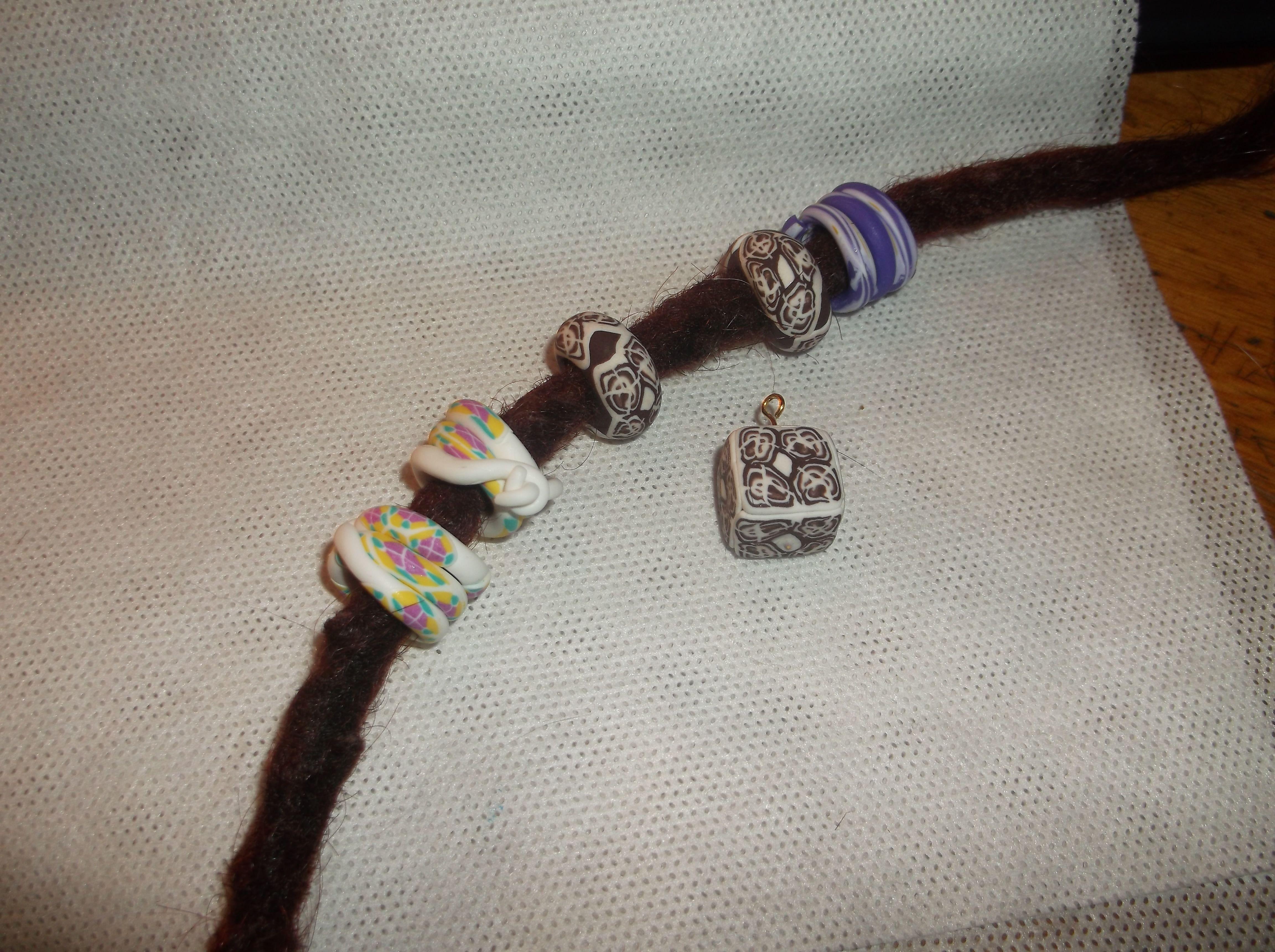 Spiralen und Ringe für Dreads