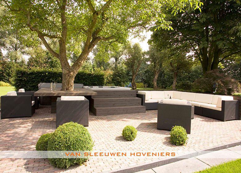 Tuin met jacuzzi ontwerp aanleg door van sleeuwen hoveniers