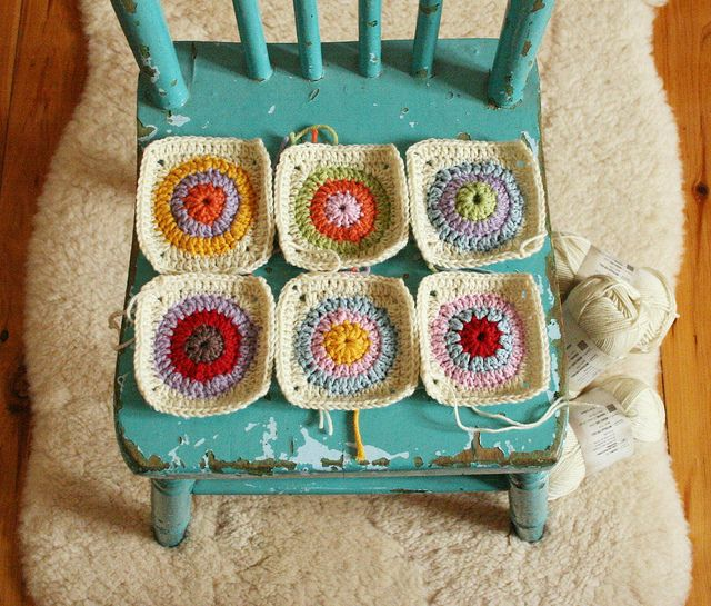 Crochet circle squares  These circle-y granny squares were made from a tutorial on jellywares.blogsp...