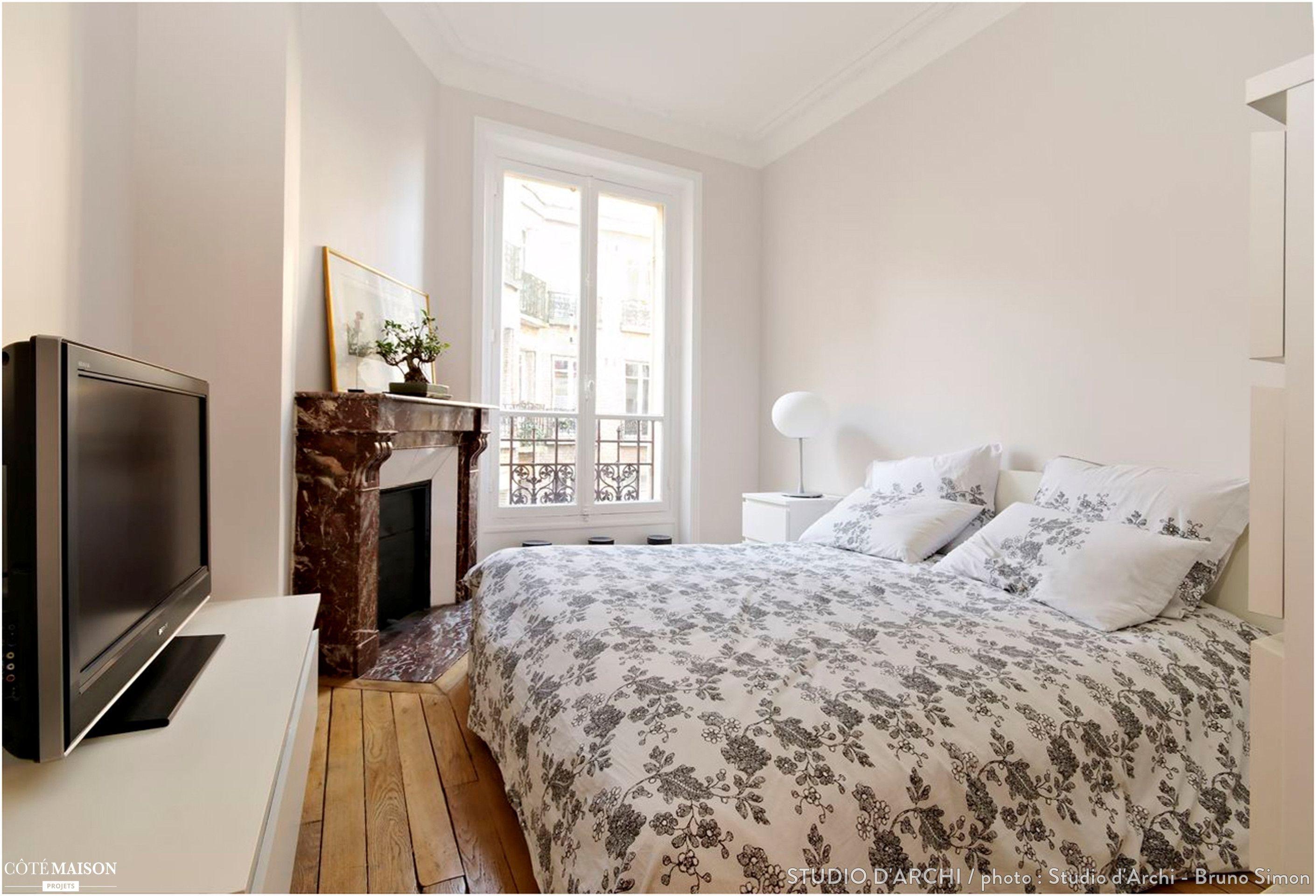 Chambre  coucher classique Lit blanc Rangements quasi invisibles