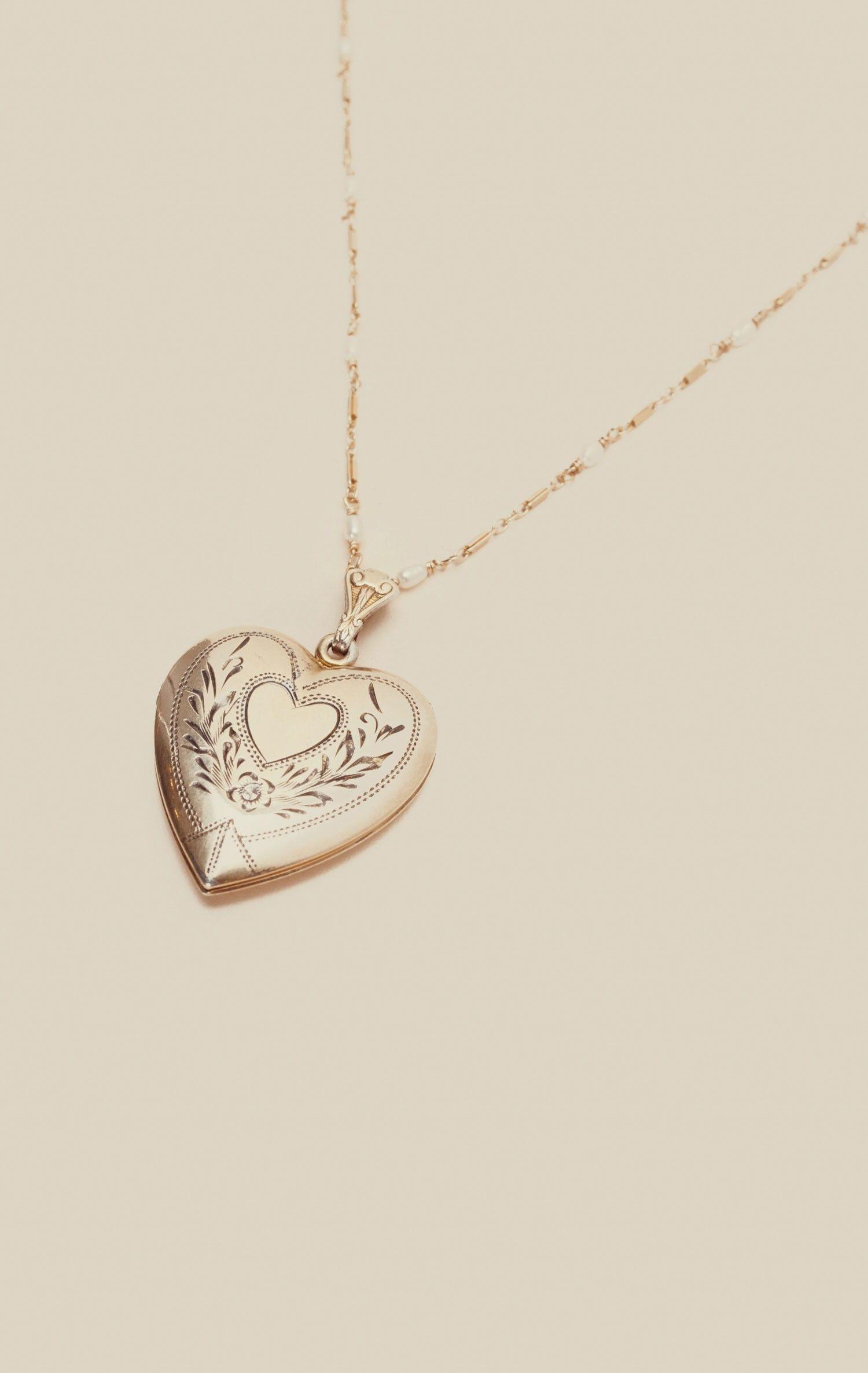Vintage locket necklace in jewelry pinterest jewelry