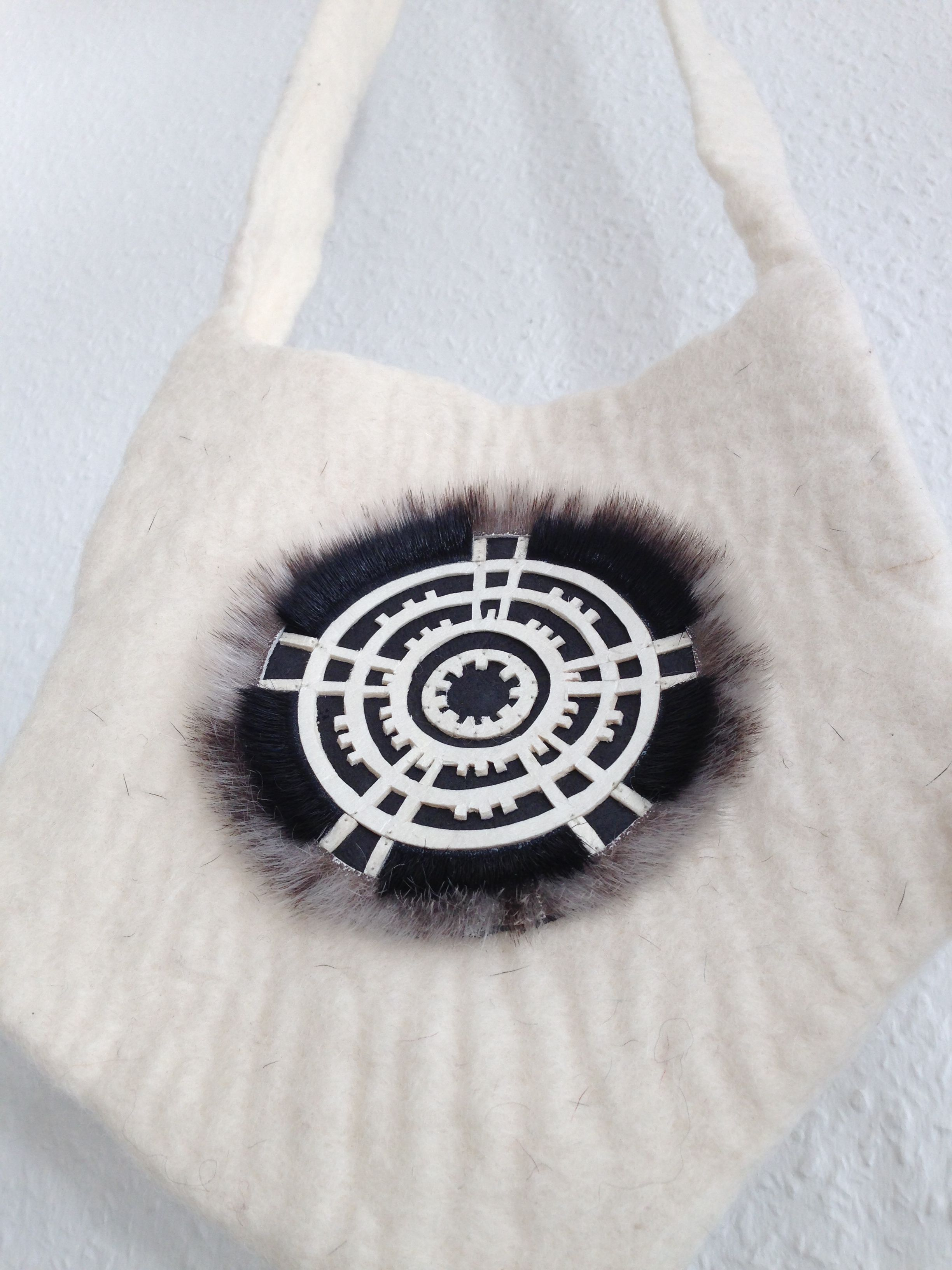This Beautiful Wool Bag Made By Ari With The Inuit Symbol For The Sun And Being Alert To Sudden Incidents Wool Bags Bag Making Reusable Tote