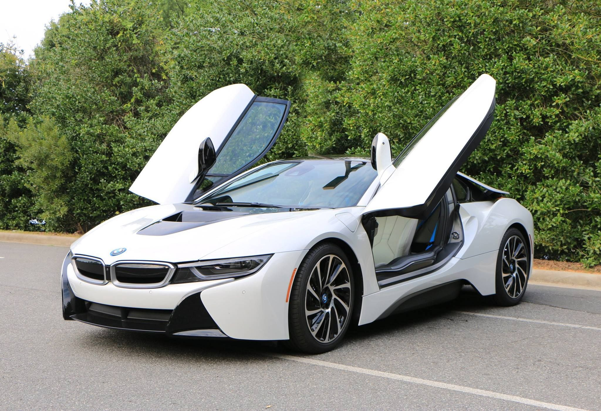 BMW i8 models are still available at BMW dealerships Bmw