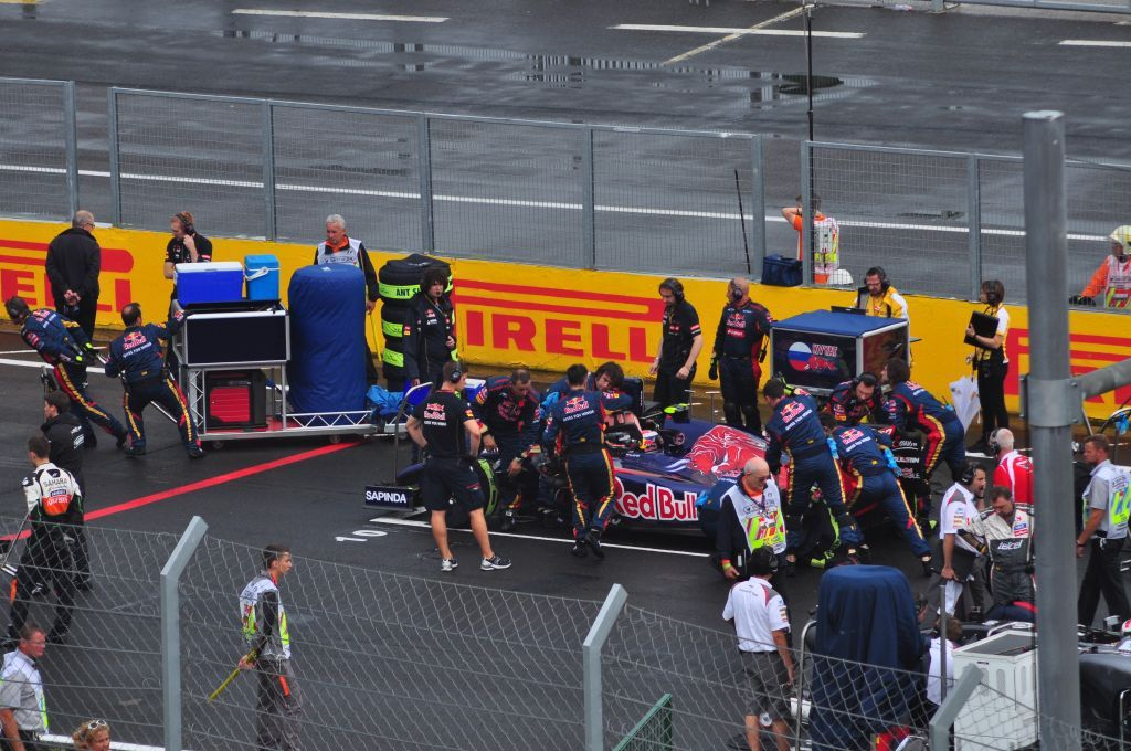 Red Bull F1 team Red bull f1, Red bull, Red