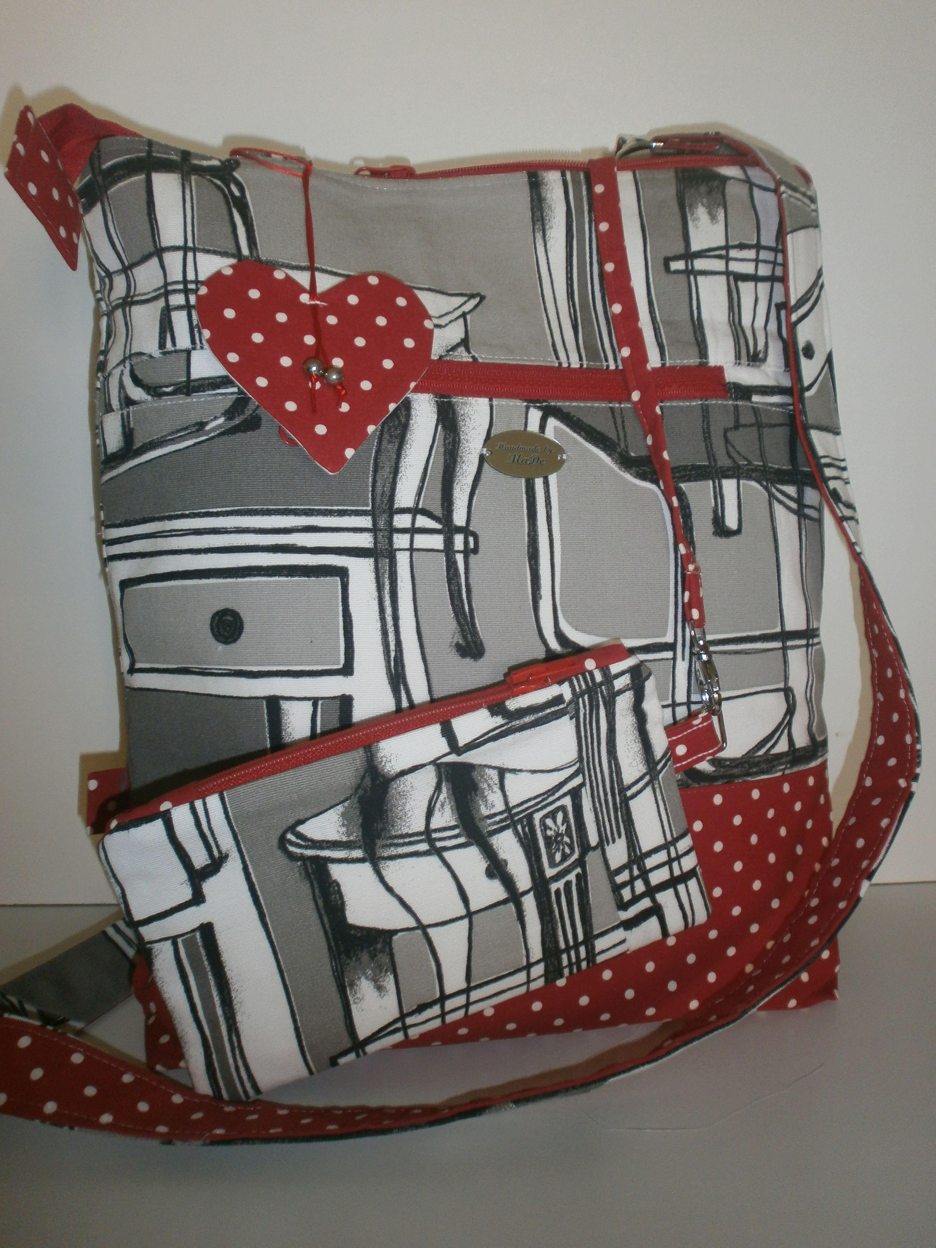 Nová červená bodkovaná taška. Čo na ňu hovoríte?