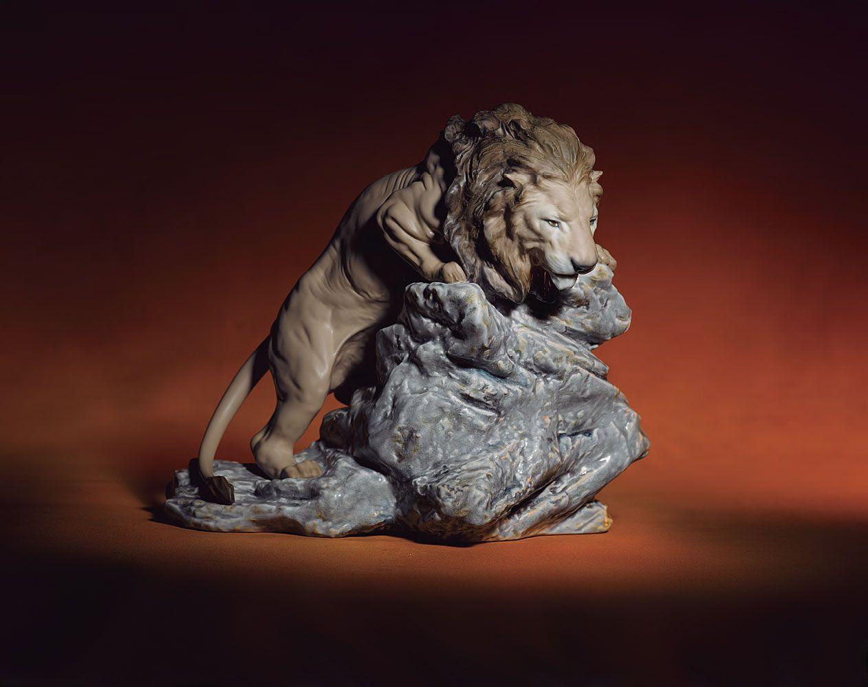 Lladro Lion Pouncing Figurine 01008656