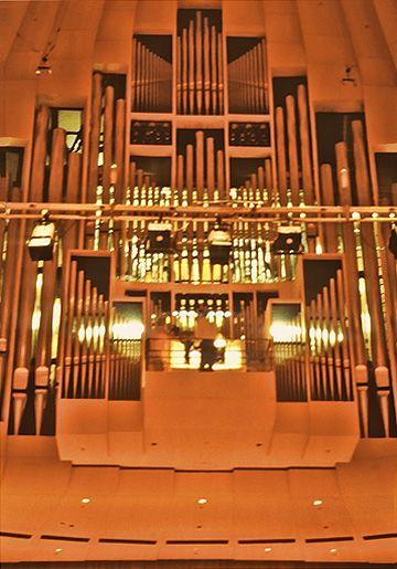 Sri Chinmoy's performance on the Grand Organ at the Sydney Opera House, November 30th, 1987