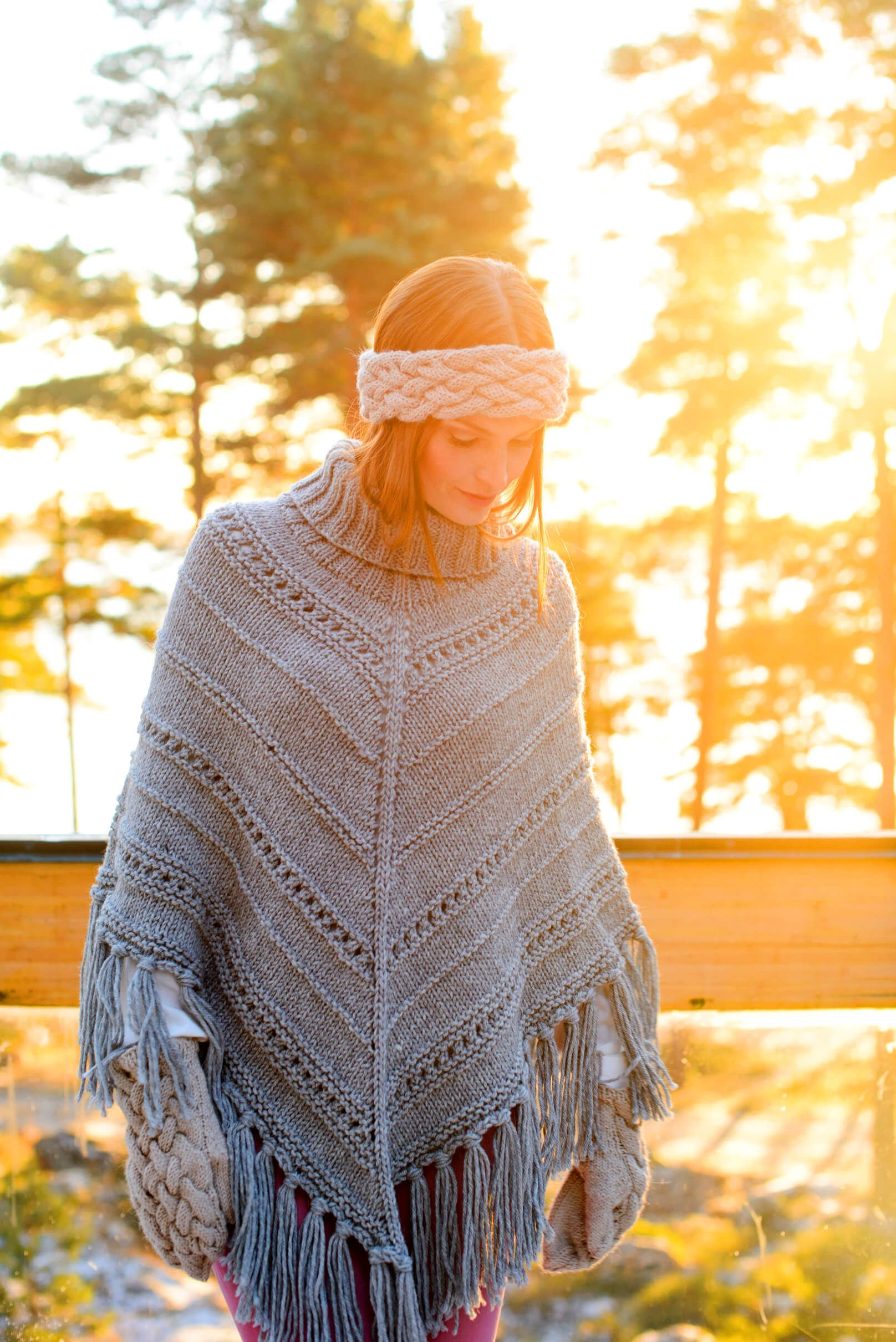 Photo of Women's poncho in a pattern mix – free knitting instructions