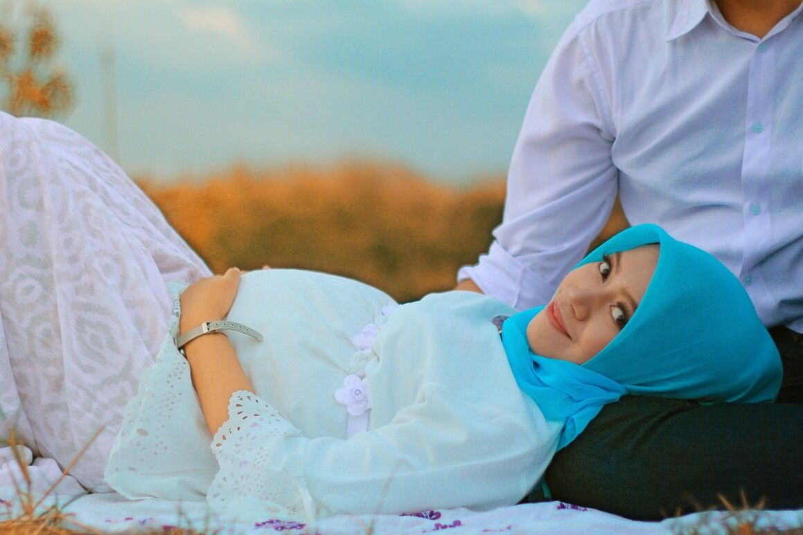 Maternity photo shoot ideas with husband