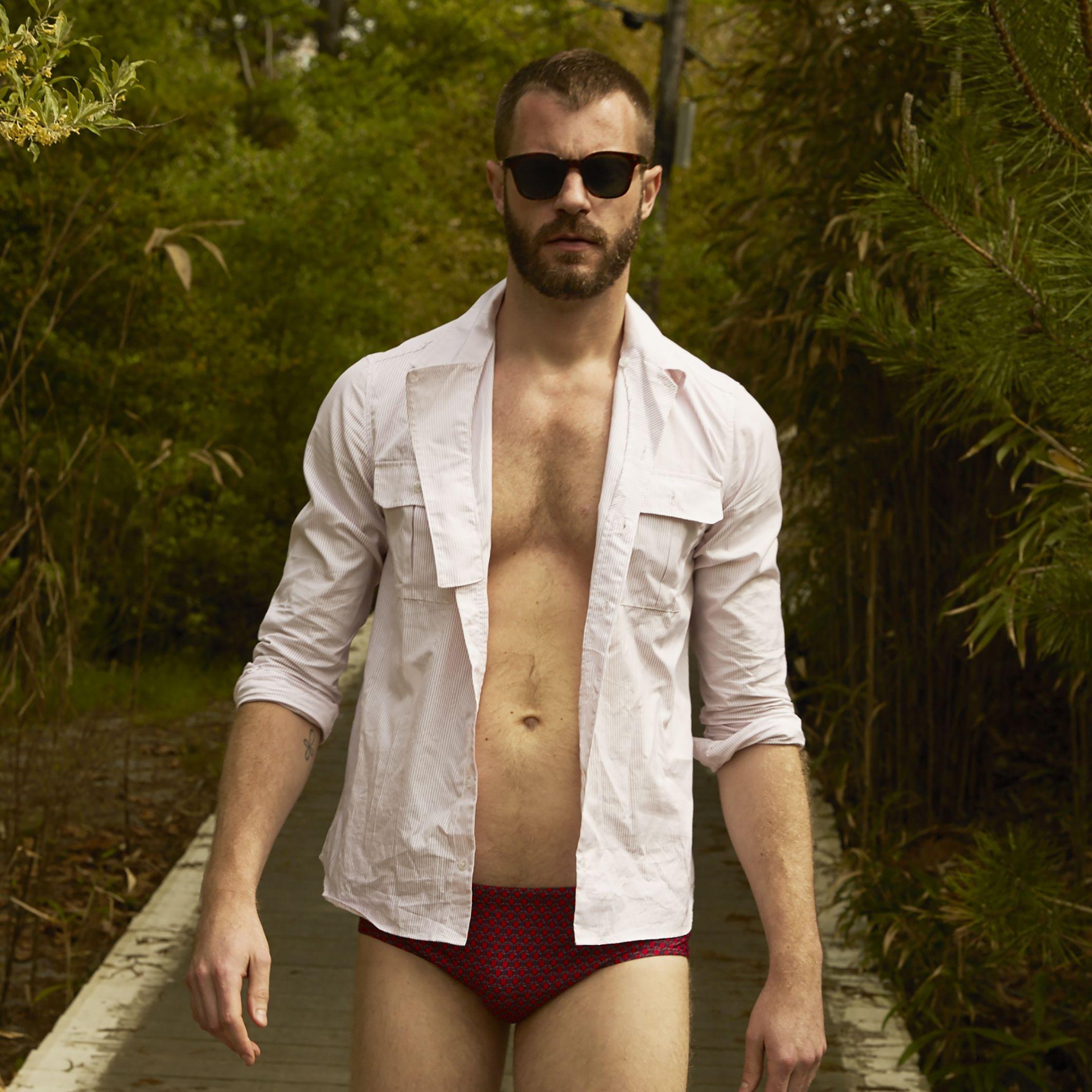 On my way to the beach #menfashion #summerstyle #beachwear #robinsonlesbains #summertrip