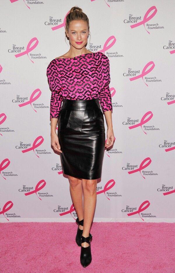 La #falda es la prenda estrella del #otoño2015 y la lápiz sigue siendo la opción más sexy. #outfit