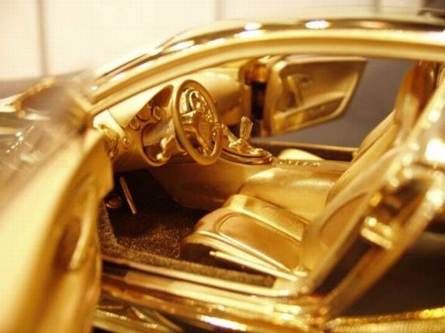 World S Most Expensive Items Made Of Gold Bugatti Veyron Diamond Ltd Bugatti Veyron Bugatti Veyron