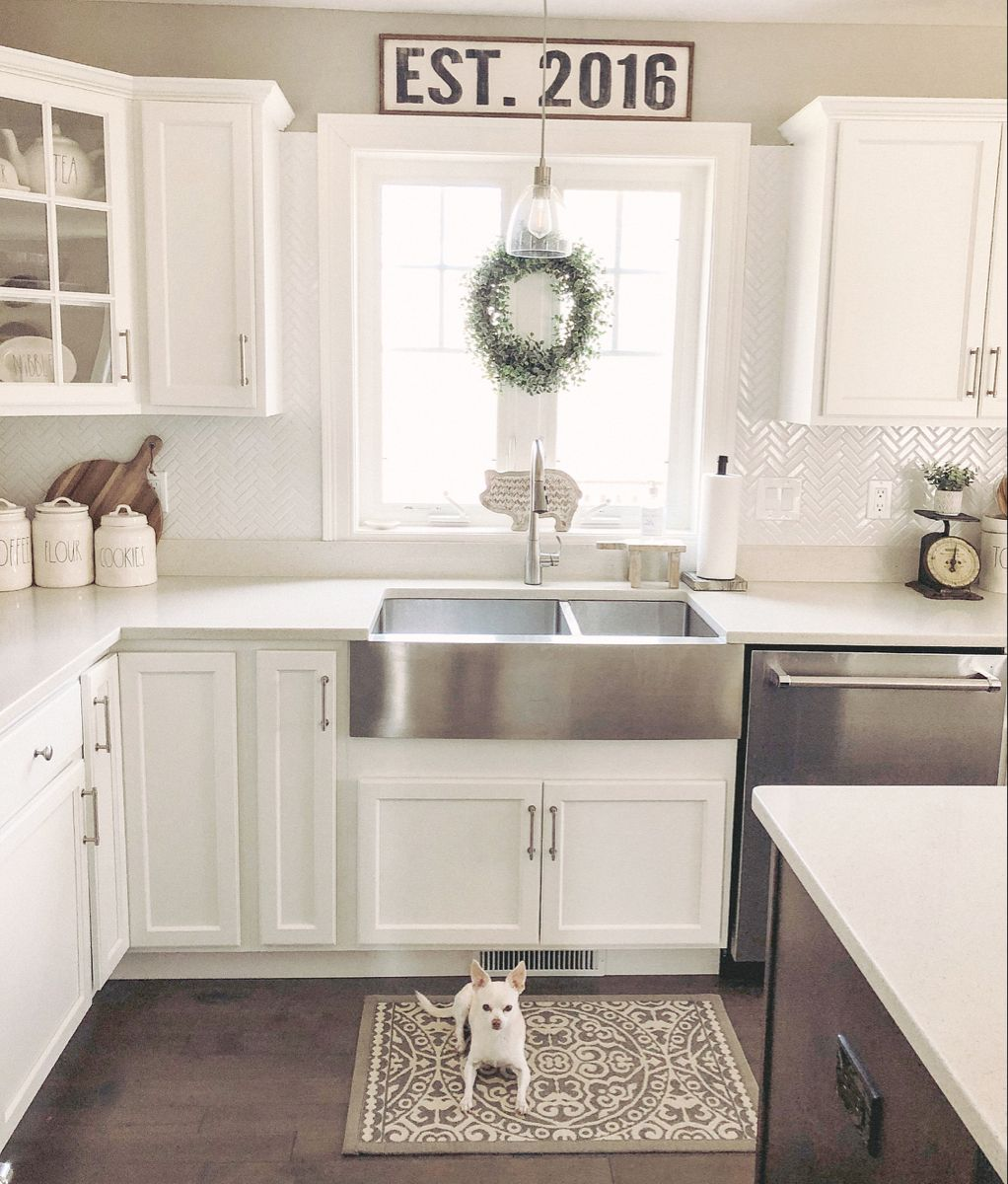Bright And Airy Farmhouse Kitchen In 2020 Kitchen Farmhouse Kitchen Kitchen Cabinets