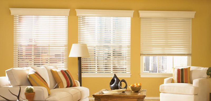 Horizontal Blinds with Decorative Valance. (Yellow wall) www ...