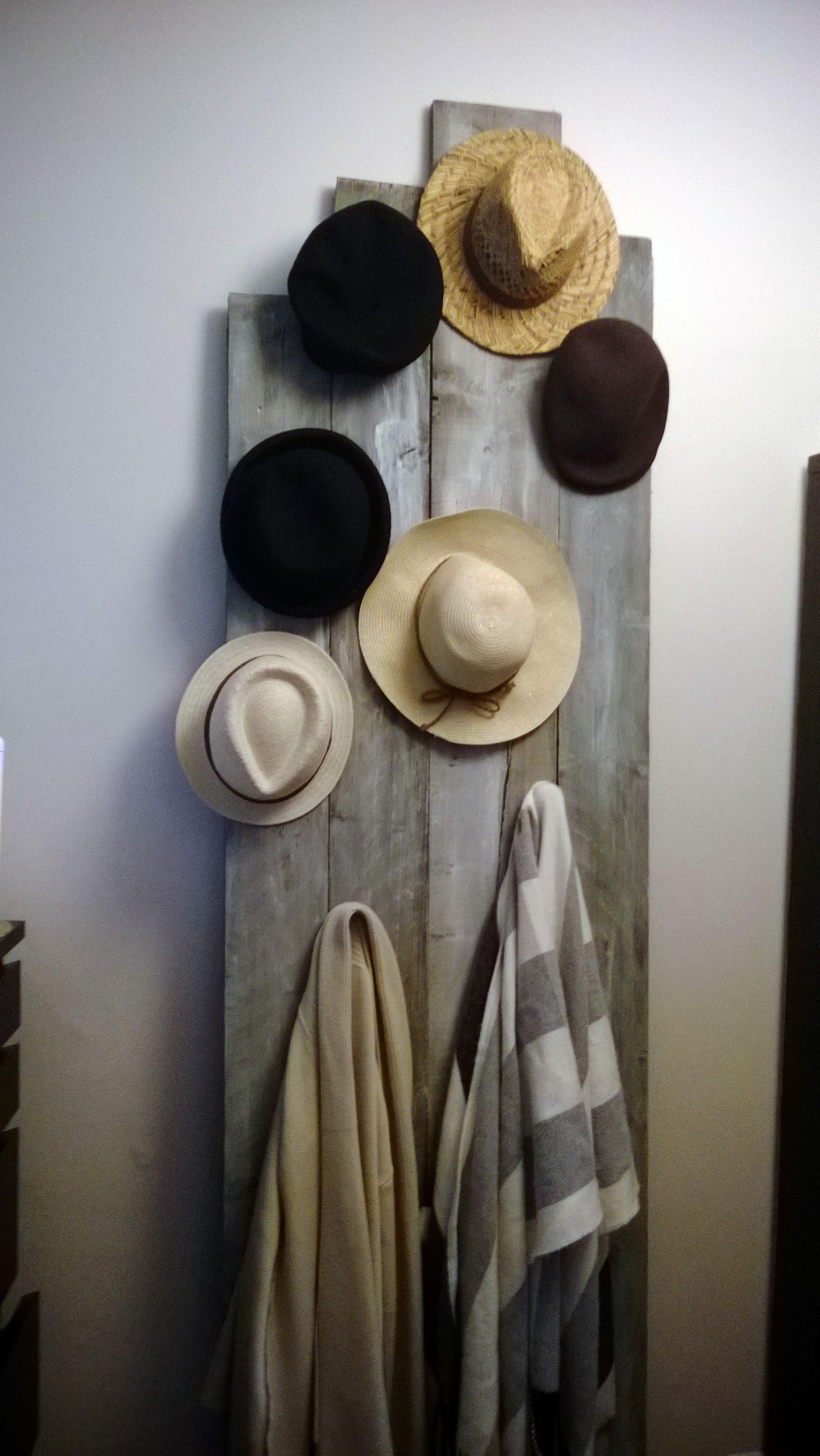 Meuble Avec Planche De Coffrage création porte manteaux et accessoires avec des planches de