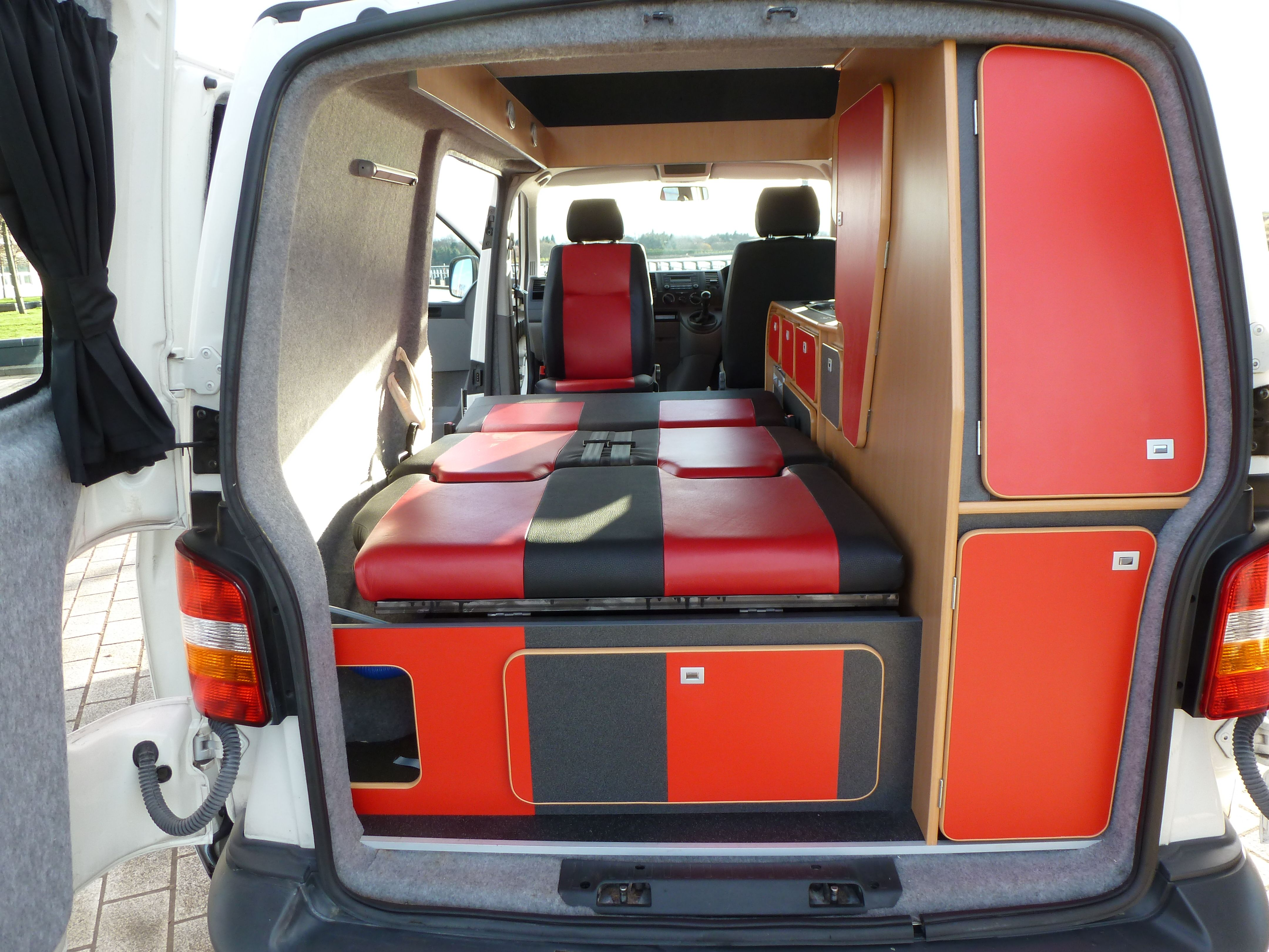 vw t5 campervan caledonian conversions 0141 952 5399. Black Bedroom Furniture Sets. Home Design Ideas