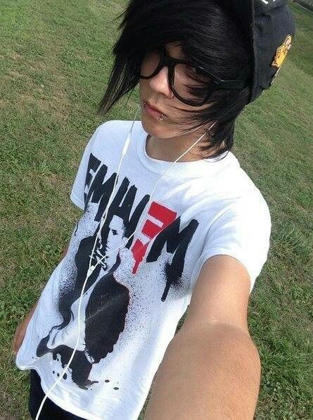 His shirt. I would steal it. .. .... XD Slim!