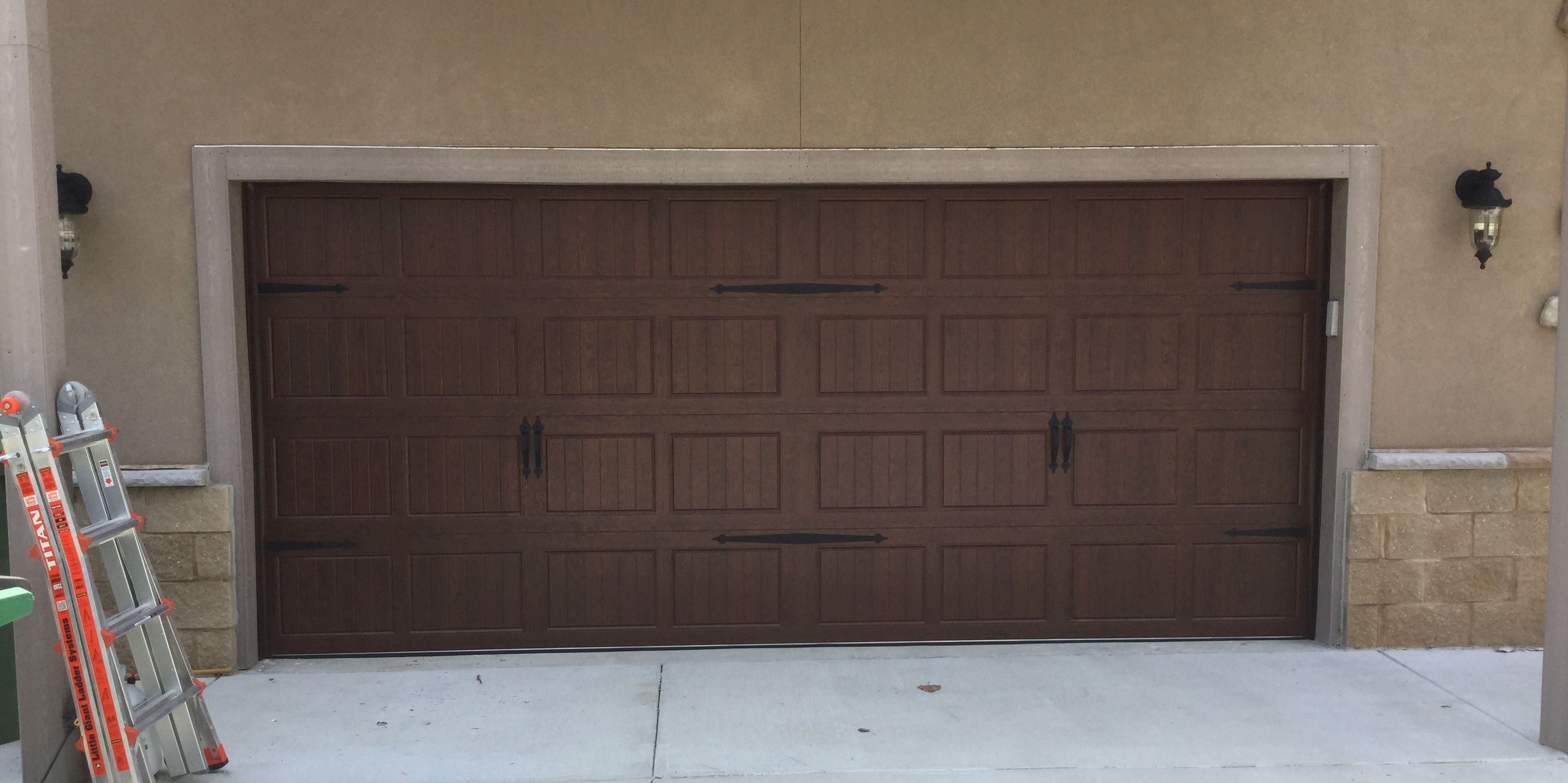 The 3630 Is One Of The Most Popular Residential Garage Doors And Can Be A Great Choice For An Ine Residential Garage Doors Residential Garage Door Inspiration