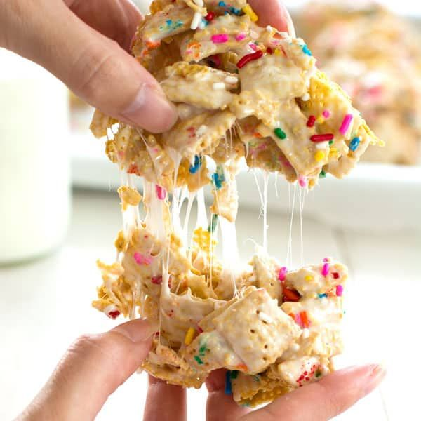 Funfetti Marshmallow Crispy Treats - cereal bars made with Chex, sprinkles and a hint of vanilla! #crispytreats