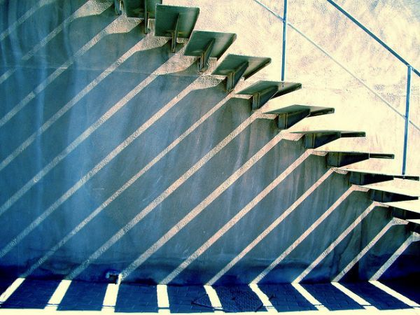 Subiendo y bajando para encontrar la inspiración en unas escaleras