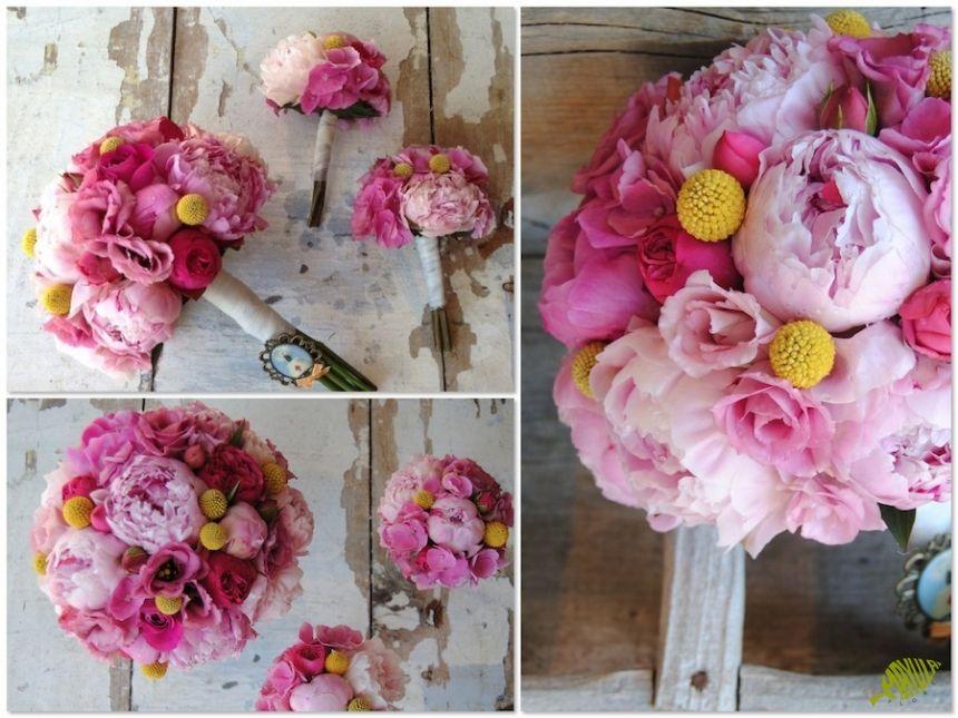 Ramo de novia en fucsia, rosa y amarillo con peonias, hortensia y craspedias. Mayula Flores