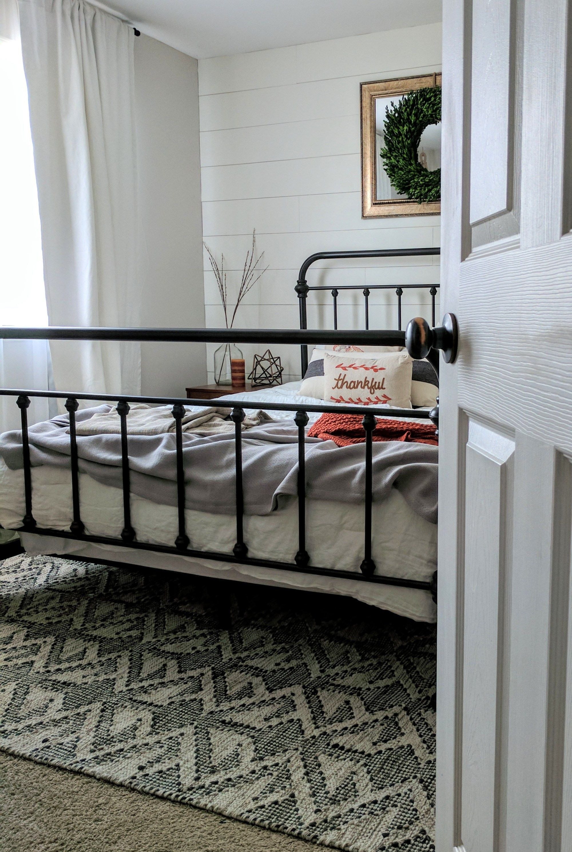 Best 7 Farmhouse Bedroom Decor Ideas Modern Farmhouse Bedroom 400 x 300
