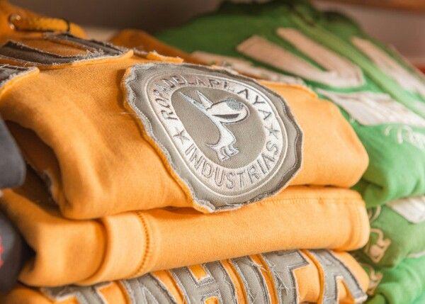 #TiendasGuau #fleece #sudadera todo al 50 % en www.guautarifa.com y 2 × 1 en nuestra tienda de #Tarifa