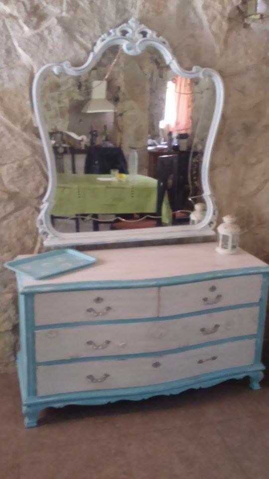 c moda y espejo a os 50 pintada con pintura a la tiza azul