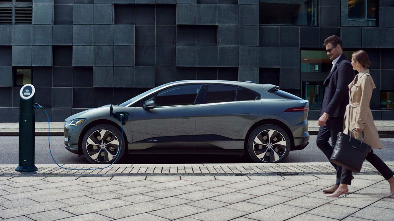 A Zero Tailpipe Emissions Vehicle That Remains Unmistakably Jaguar With Images Electric Cars Jaguar Usa Jaguar Models