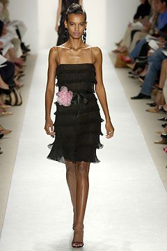 Oscar de la Renta Spring 2004 Ready-to-Wear Collection Slideshow on Style.com