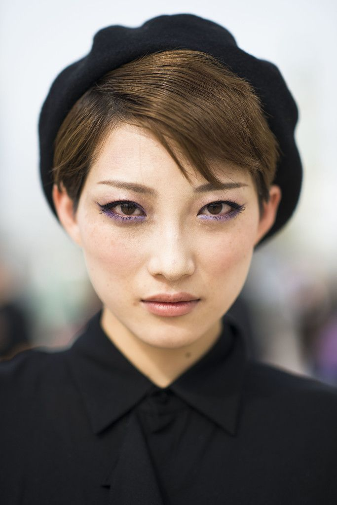 prix fou prix imbattable luxe Winged eyeliner, purple shadow, and a black beret? We can't ...