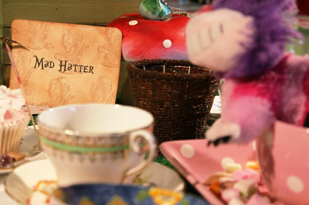 Mad Hatters Tea Party by Love Lucia's Parties. Ideal for kids parties, birthday parties, adult parties, hen parties and corporate entertainment events.