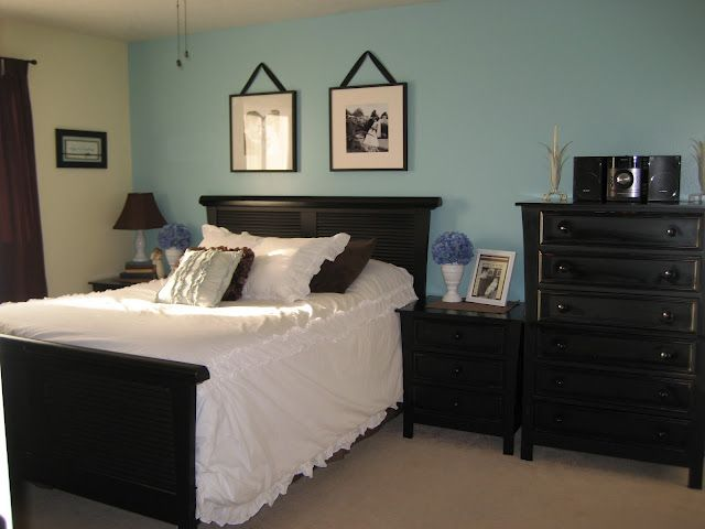 Turquoise Wall With Black Furniture Not Sure About The Tan Wall Though Bedroom Wall Colors Blue Accent Walls Tiffany Blue Walls
