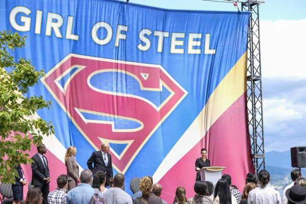 National City decides to honor the girl of steel, while she deals with the aftermath of season two and figuring out how to be both Kara Danvers and Supergirl.