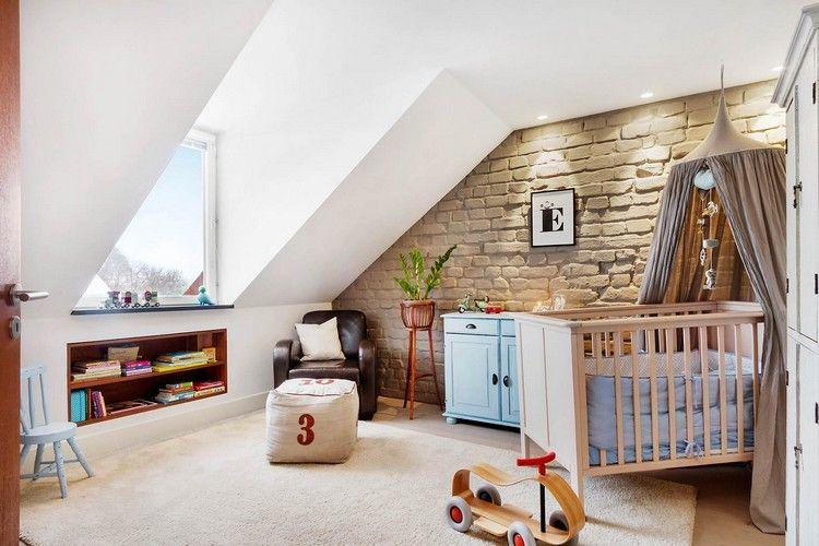 Babyzimmer mit Dachschräge- Wangestaltung in beige und Steinoptik ...