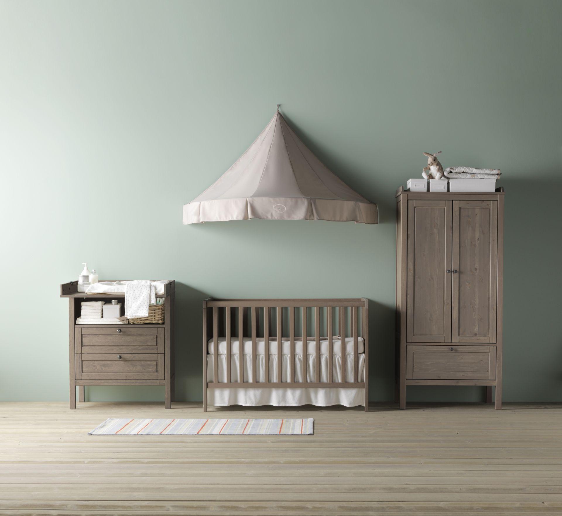 SUNDVIK babybedje, commode/ladekast en garderobekast ...