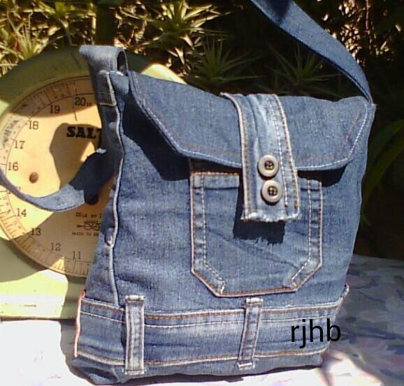 small cross body bag made from repurposed jeans diy. Black Bedroom Furniture Sets. Home Design Ideas