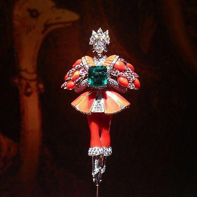 @mariigem. Another Beautiful #vancleefarpels #brooch #gemstone #diamonds #enamel #emerald #diamonds #balerina