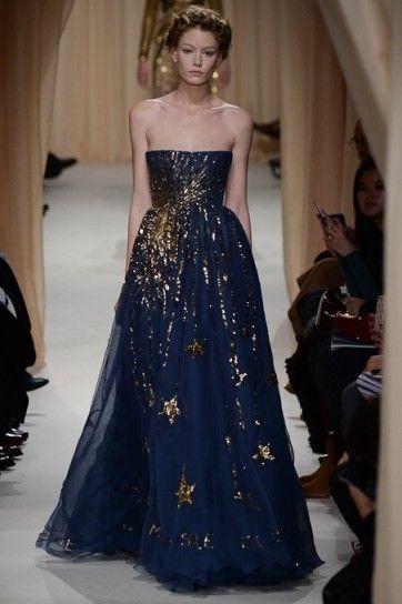 newest 68203 a4acf Valentino, abito blu e oro | Caffè nel 2019 | Stile di moda ...