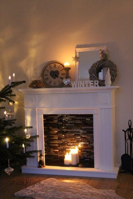 ein deko kamin schafft behaglichkeit wenn es nun kalt und dunkel drauen wird der winter naht mit groen schritten da wird es bald zeit fr entsprechende - Moderner Kamin Umgibt Kaminsimse