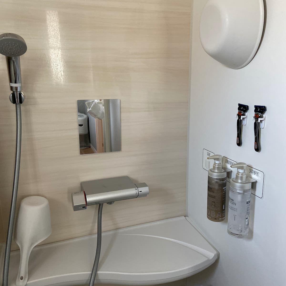 少し前に 浴室のボトル収納について書きました ボトルや洗面器等の