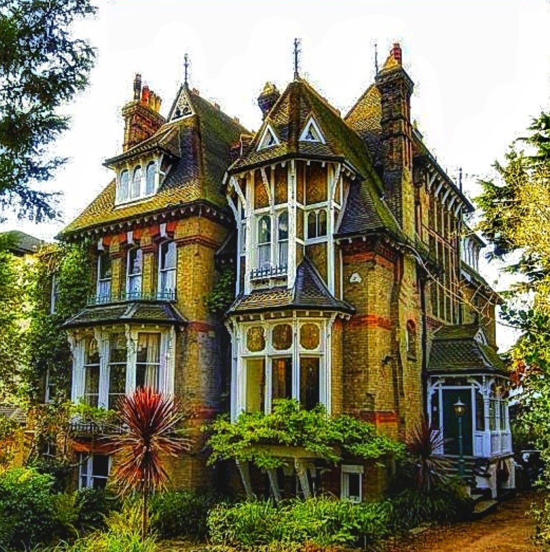 Pin By Joke On 0 0 Victorian Houses Gothic Mansion Gothic House Mansions