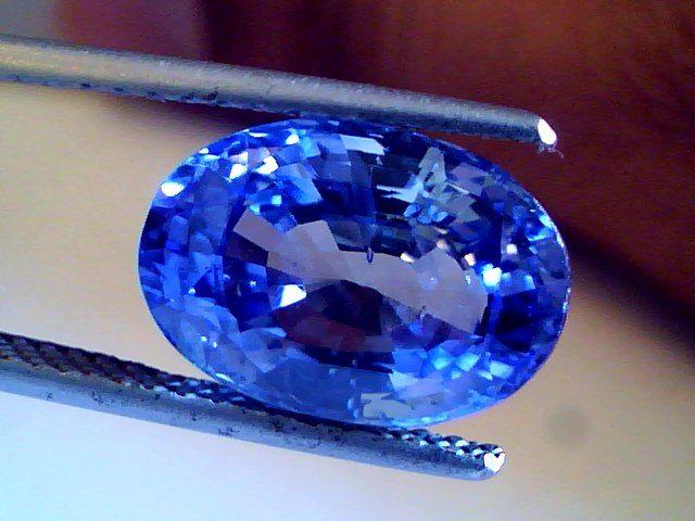 Gemstone Feature The Ceylon Sapphire Gemstones Ceylon Blue Sapphire Blue Sapphire