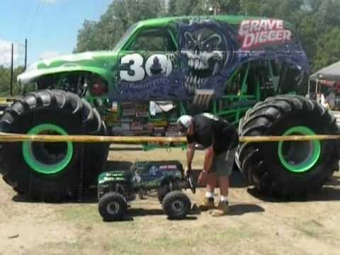1 4 Scale Grave Digger Is It Really 1 4 Scale Dennis Says Yes Monster Trucks Rc Monster Truck Monster Truck Videos