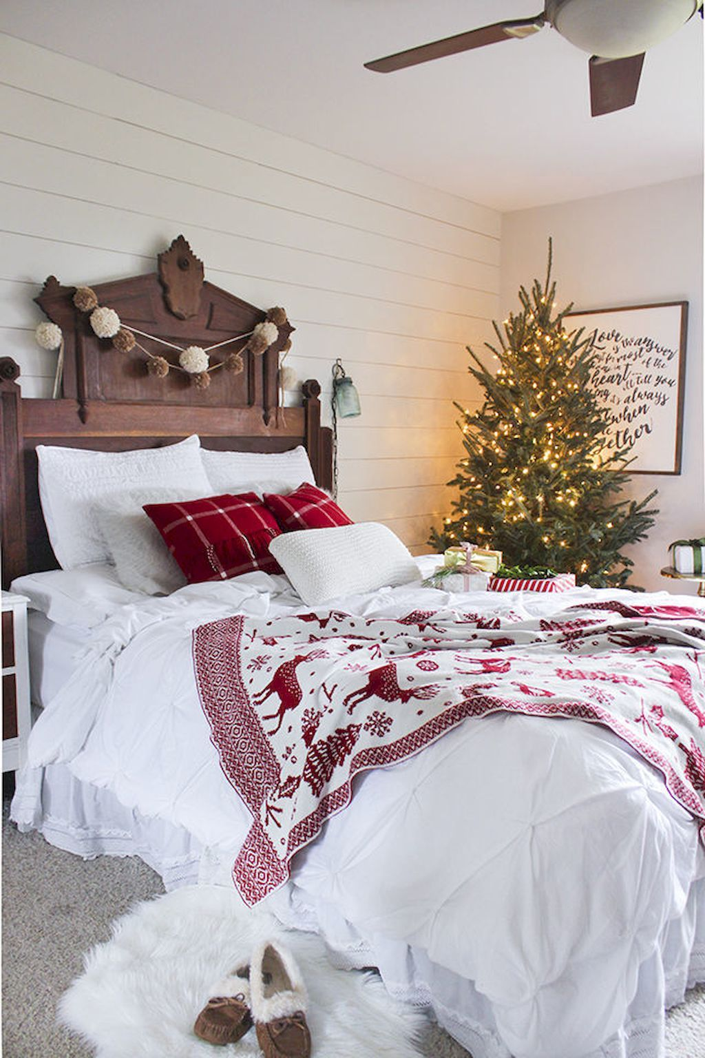 cool bedroom decorating ideas. Simple Bedroom Cool 50 Simple And Easy Christmas Bedroom Decorating Ideas  Httpscrowdecorcom50simpleeasychristmasbedroomdecoratingideas Throughout