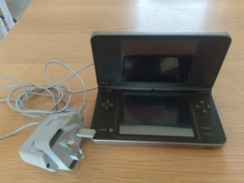 Nintendo DSi XL https://t.co/qYS53swwgM https://t.co/wqnwJKutCc