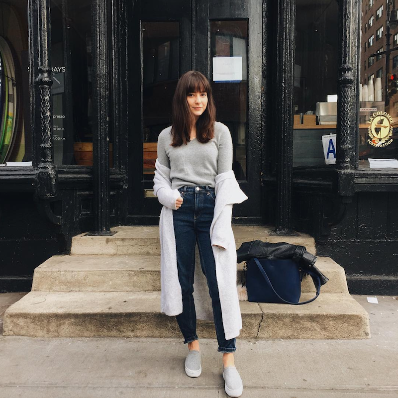 Alyssa-Coscarelli-refinery-29-editor-street-style-interview-2016-bangs-mom-jeans.png (800×800)