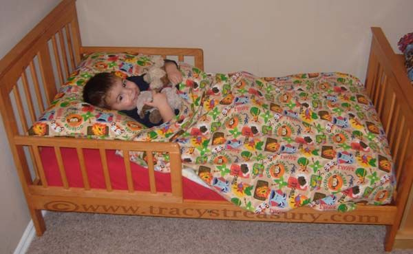 Tracy\'s Treasury: DIY Flat Top Sheets for Toddler Beds (Sewing ...